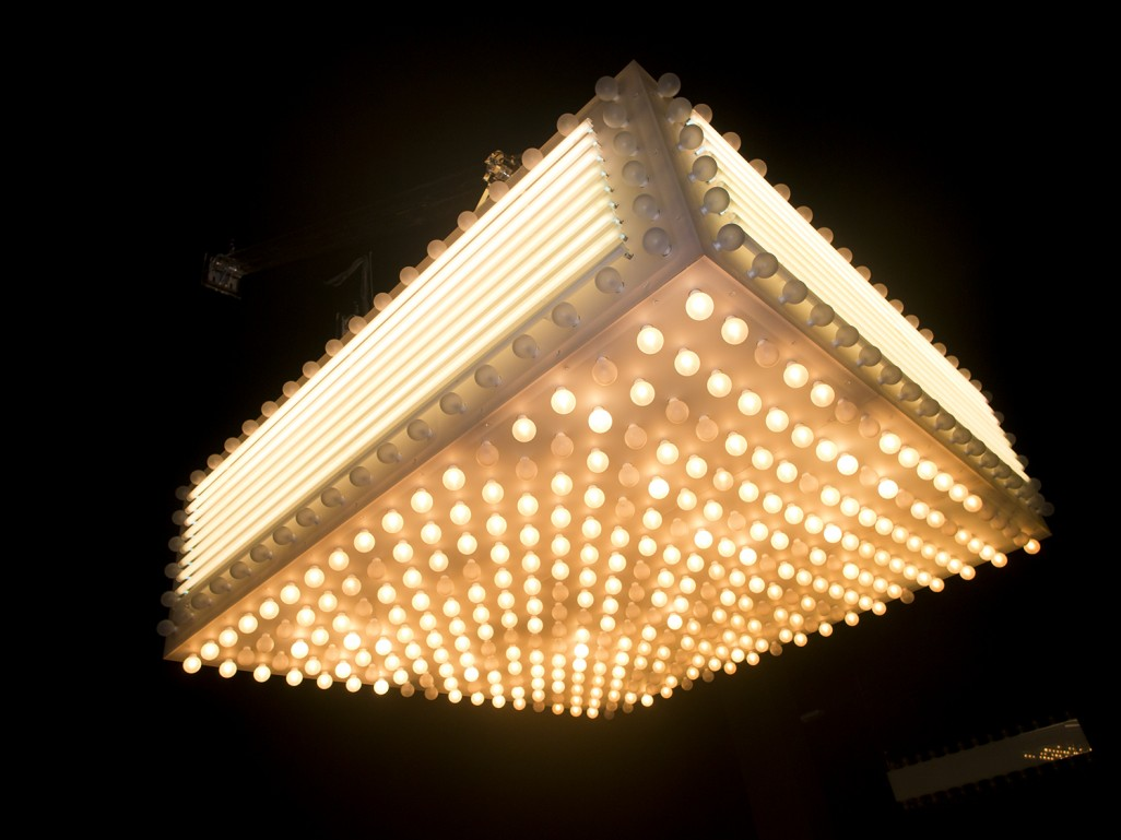 Philippe Parreno, Marquee Philadelphia, 2012, white plexiglass, 500 bulbs, 24 neons, 4 hauban, 260 x 260 x 70 cm