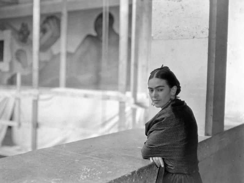 Frida Kahlo overlooking Rivera Court at the DIA circa 1932-33. DIA ARCHIVES