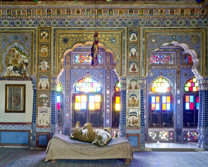 Karen Knorr, The Joy of Ahimsa, Takhat Vilas, Mehrangarh Fort, Jodhpur. From the book India Song © Skira Editore.