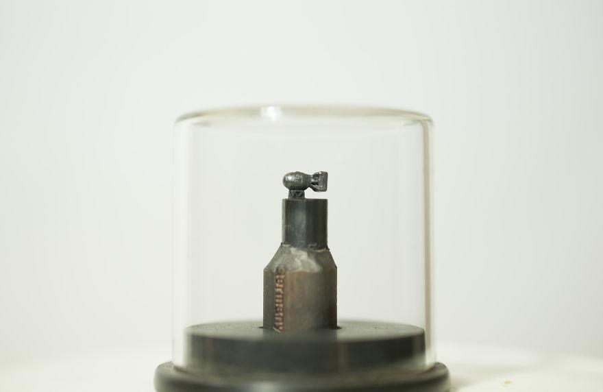 AMAZING-Miniature-graphite-sculptures-by-Benjamin-Kreze5__88