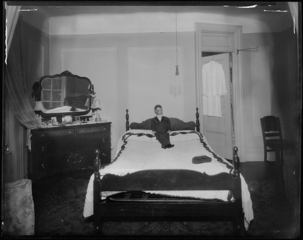 Doll on the bed of Virginia Bender at East 137th Street in the Bronx. It was here where she was found dead from apparent strangulation and stabbing. (June 1939) (courtesy New York City Municipal Archives)