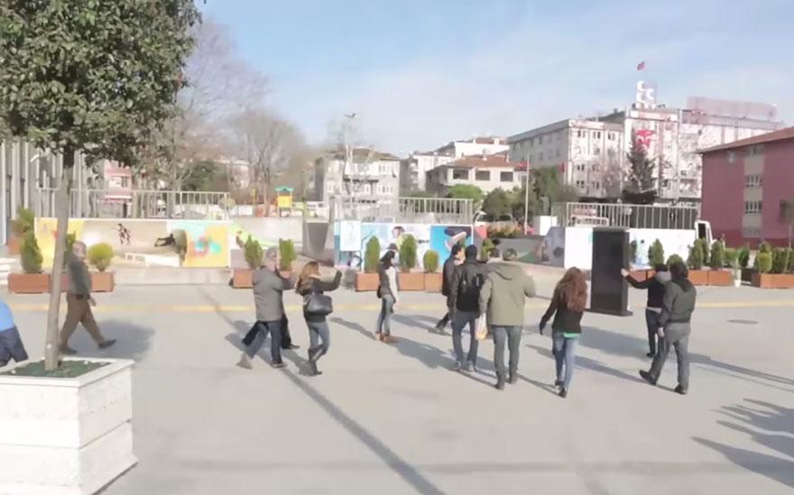 town-learns-sign-language-deaf-muharrem-samsung-video-ca_002