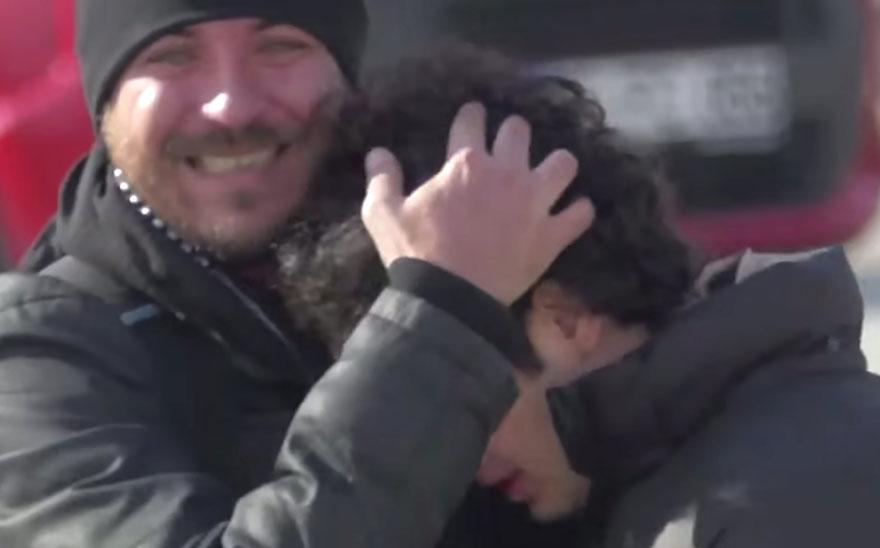 town-learns-sign-language-deaf-muharrem-samsung-video-ca_007