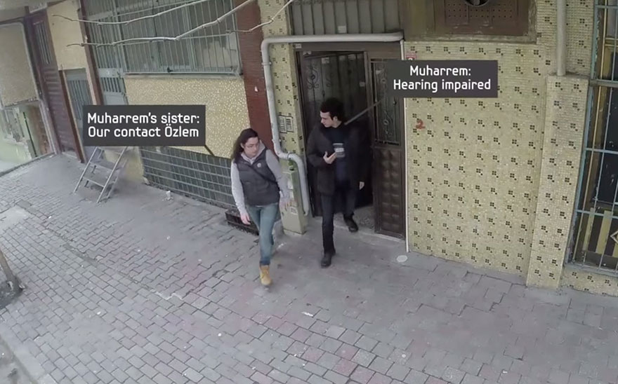 town-learns-sign-language-deaf-muharrem-samsung-video-ca_008