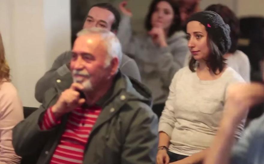 town-learns-sign-language-deaf-muharrem-samsung-video-ca_009