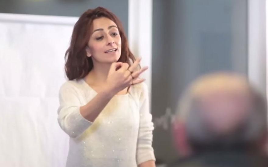town-learns-sign-language-deaf-muharrem-samsung-video-ca_012