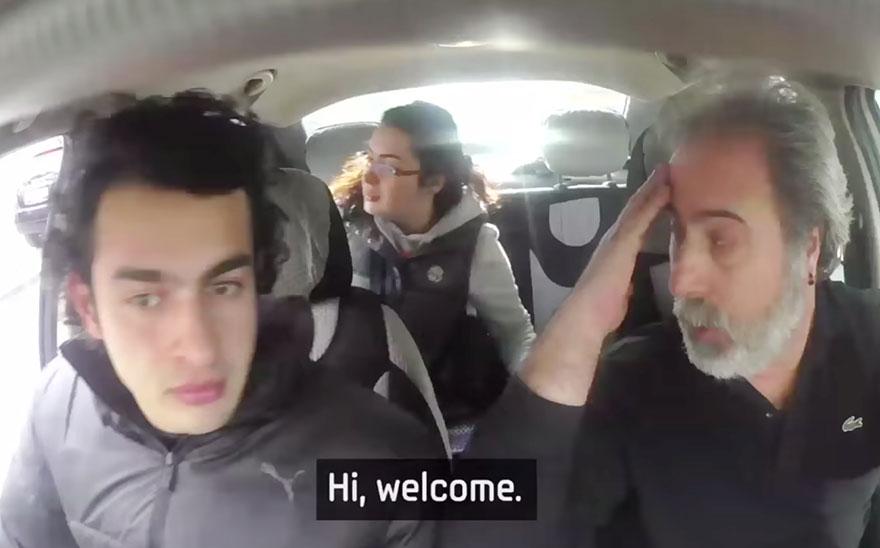 town-learns-sign-language-deaf-muharrem-samsung-video-ca_013