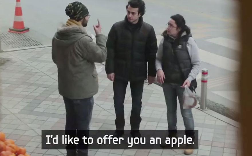 town-learns-sign-language-deaf-muharrem-samsung-video-ca_017