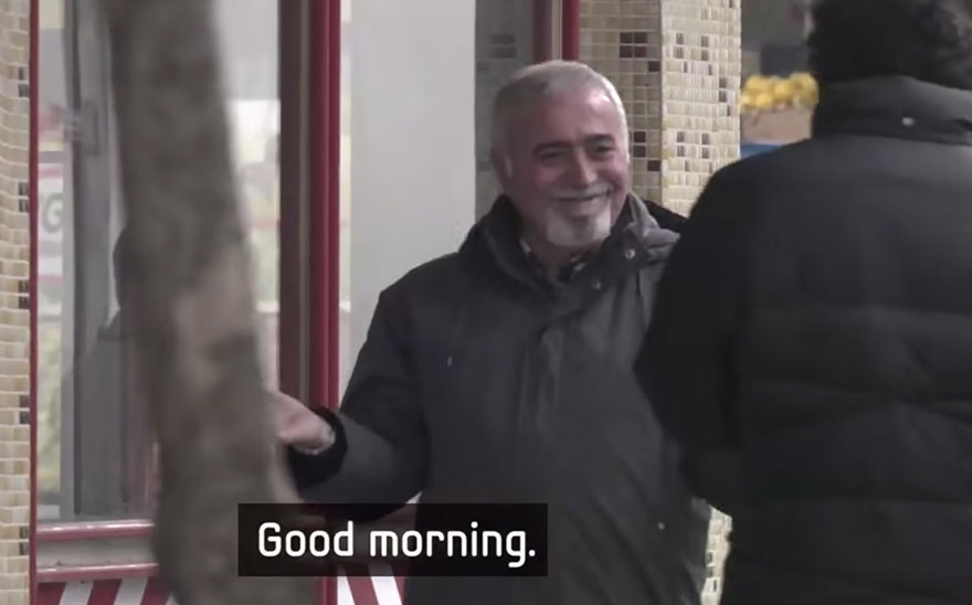town-learns-sign-language-deaf-muharrem-samsung-video-ca_018