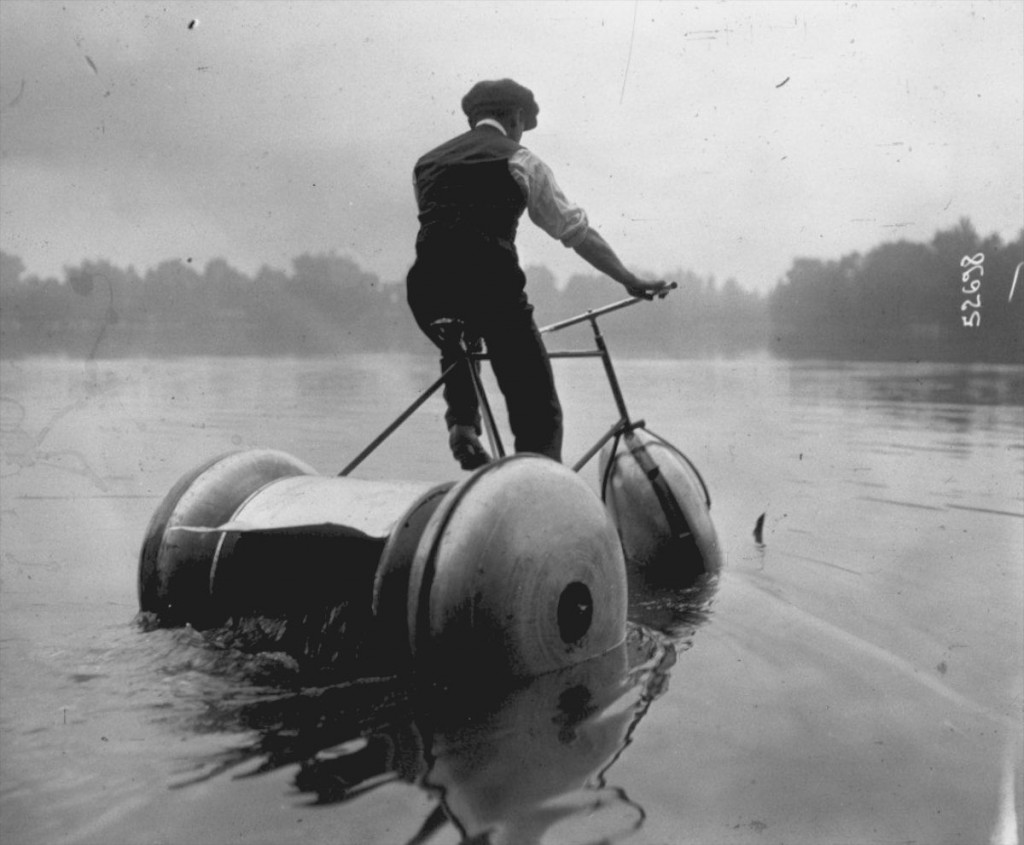 Competition for water cycles on Lake Enghien. Schweitzer design