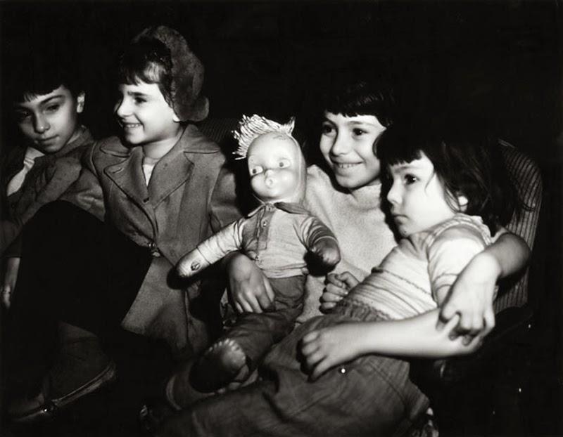 Weegee+-+Filmgoers,+1940s+(10)