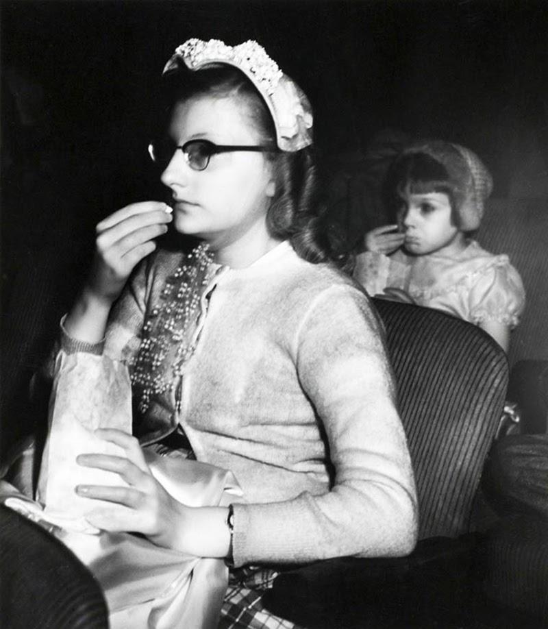 Weegee+-+Filmgoers,+1940s+(8)