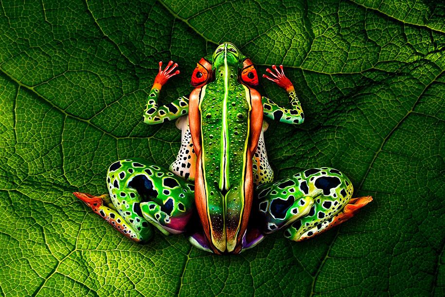 nature-animal-bodypainting-chameleon-johannes-stoetter-3