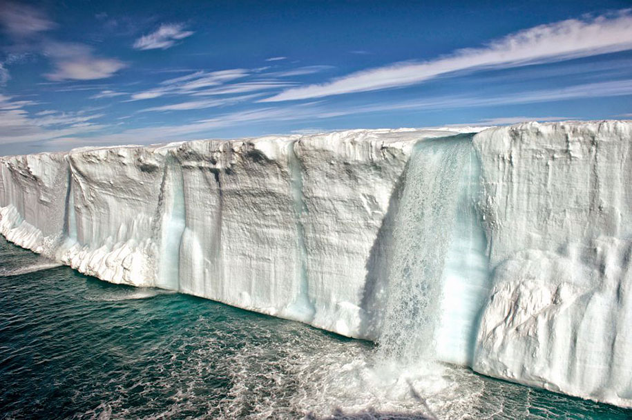 Glacier melting in the Arctic Ocean (Svalbard).