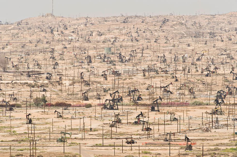 The Ken river oil field in California, U.S.A. is being exploited since 1889.