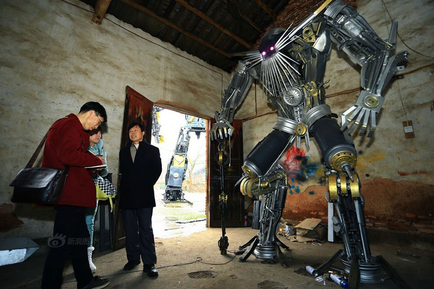 recycled-scrap-metal-sculpture-transformers-father-son-farmer-china-11