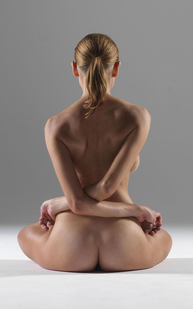 nude yoga hegre
