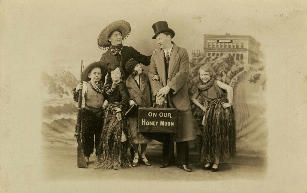 Hans+Kasemann+and+his+Midget+Troupe,+1920s+(16)