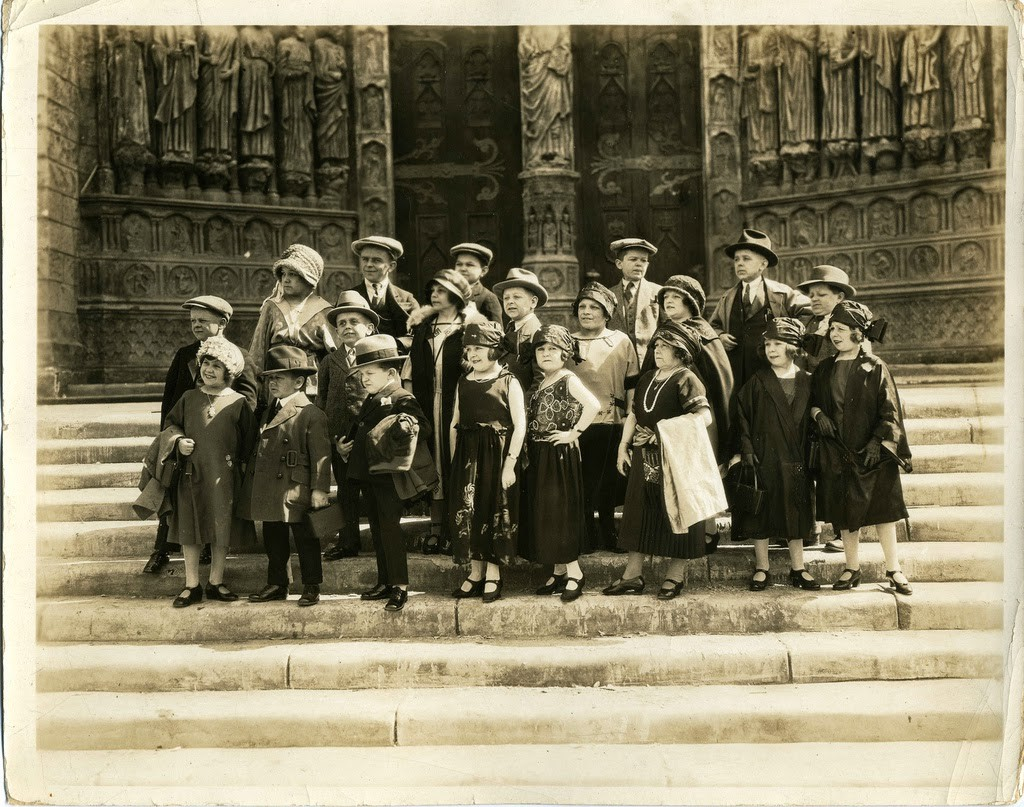 Hans+Kasemann+and+his+Midget+Troupe,+1920s+(23)
