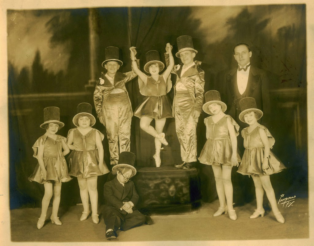 Hans+Kasemann+and+his+Midget+Troupe,+1920s+(31)