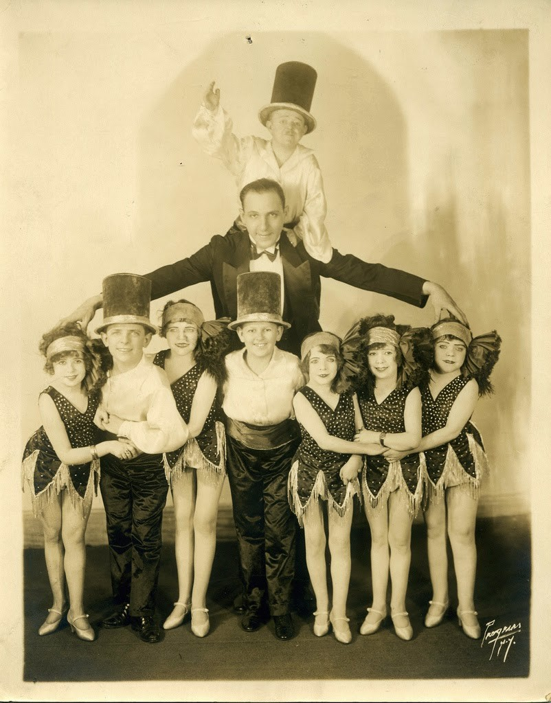 Hans+Kasemann+and+his+Midget+Troupe,+1920s+(34)