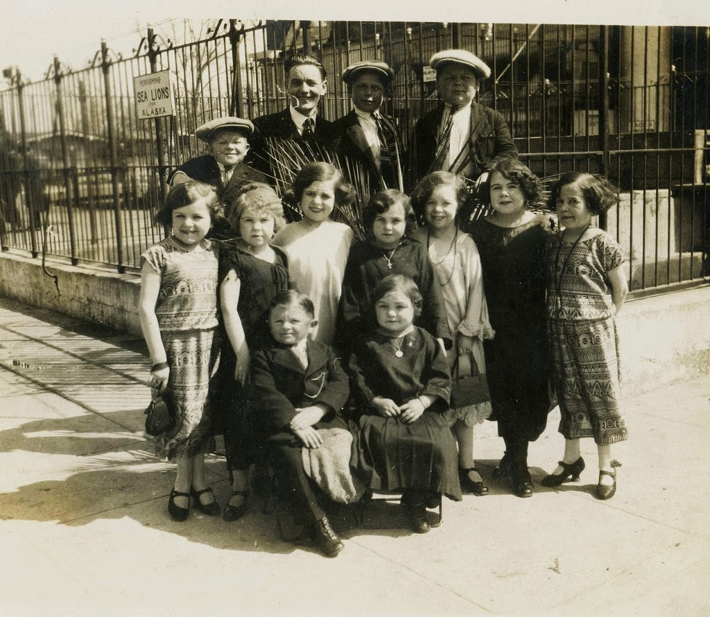 Hans+Kasemann+and+his+Midget+Troupe,+1920s+(35)