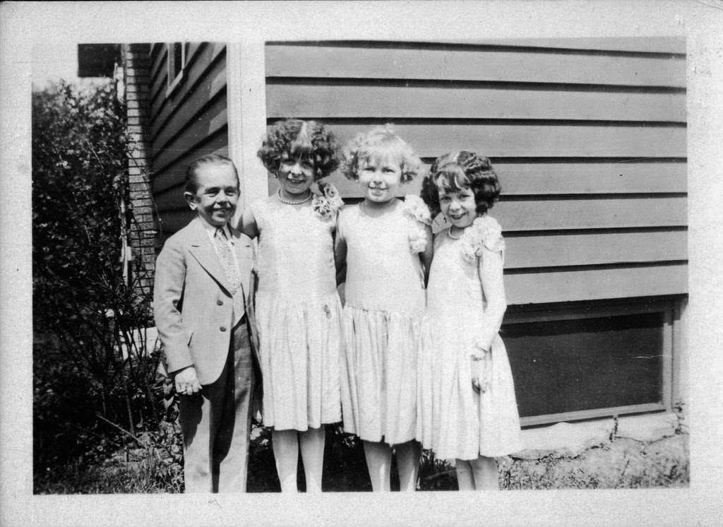 Hans+Kasemann+and+his+Midget+Troupe,+1920s+(51)