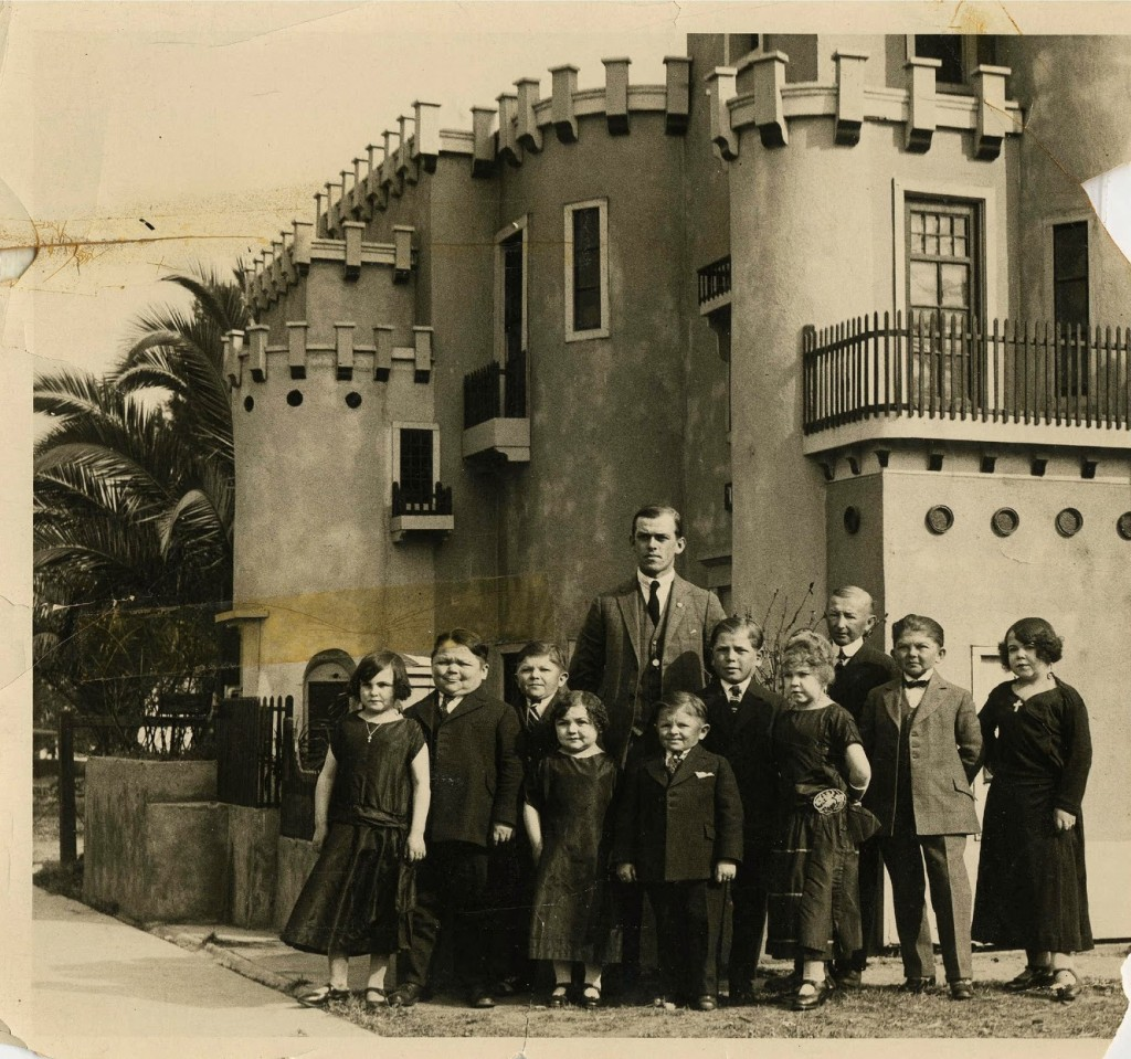 Hans+Kasemann+and+his+Midget+Troupe,+1920s+(6)