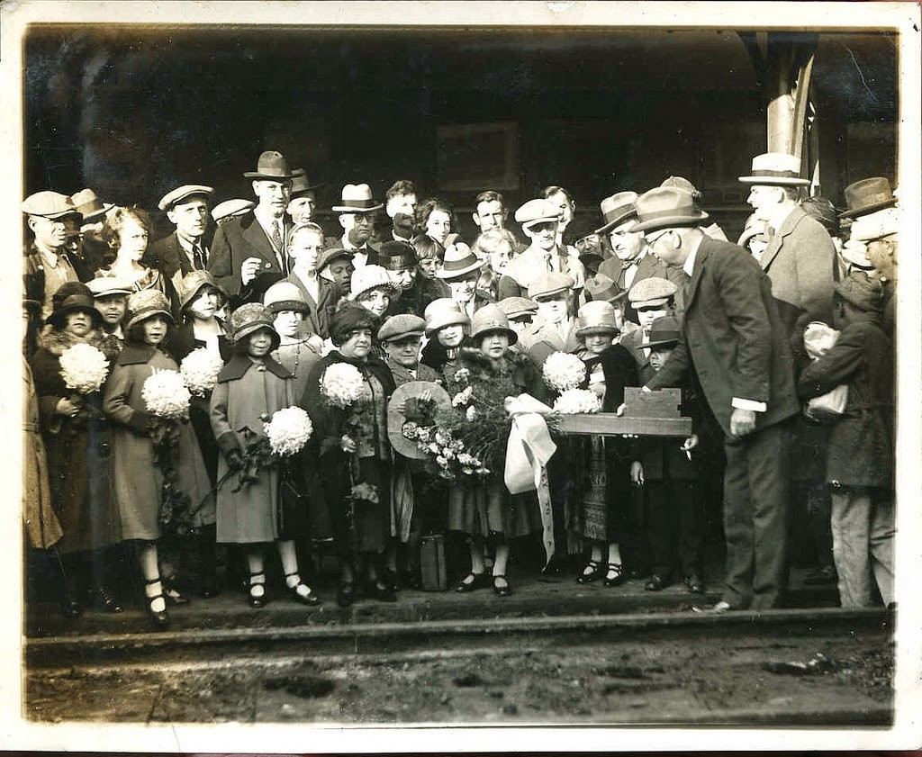 Hans+Kasemann+and+his+Midget+Troupe,+1920s+(8)