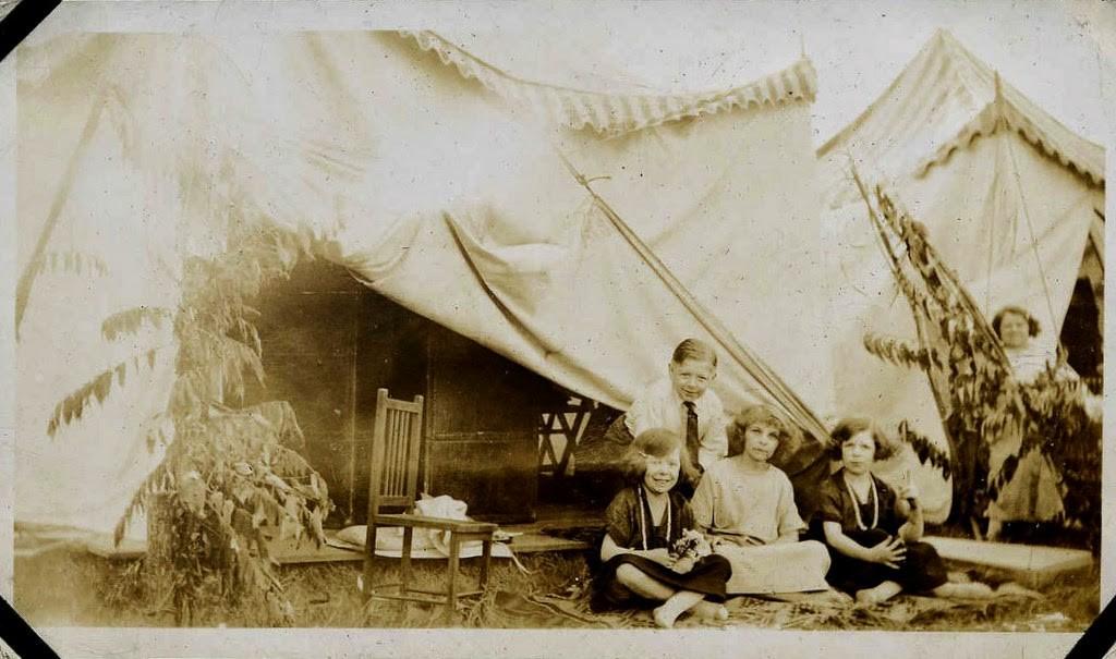Hans+Kasemann+and+his+Midget+Troupe,+1920s+(9)