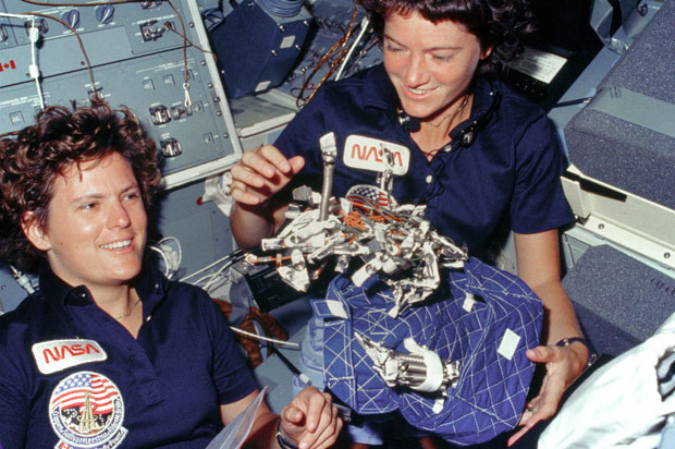 Sally-Ride-and-Kathryn-Sullivan-During-STS-41G
