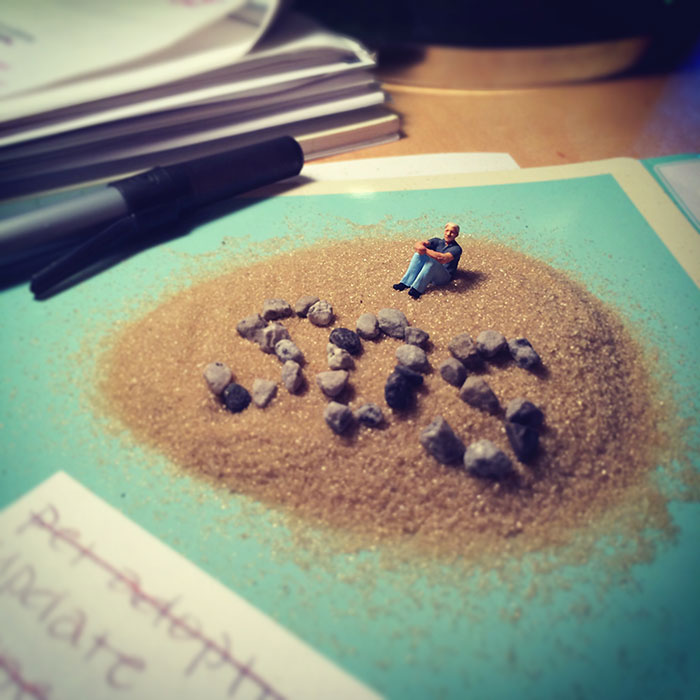 office-frustration-miniature-figures-photography-derrick-lin