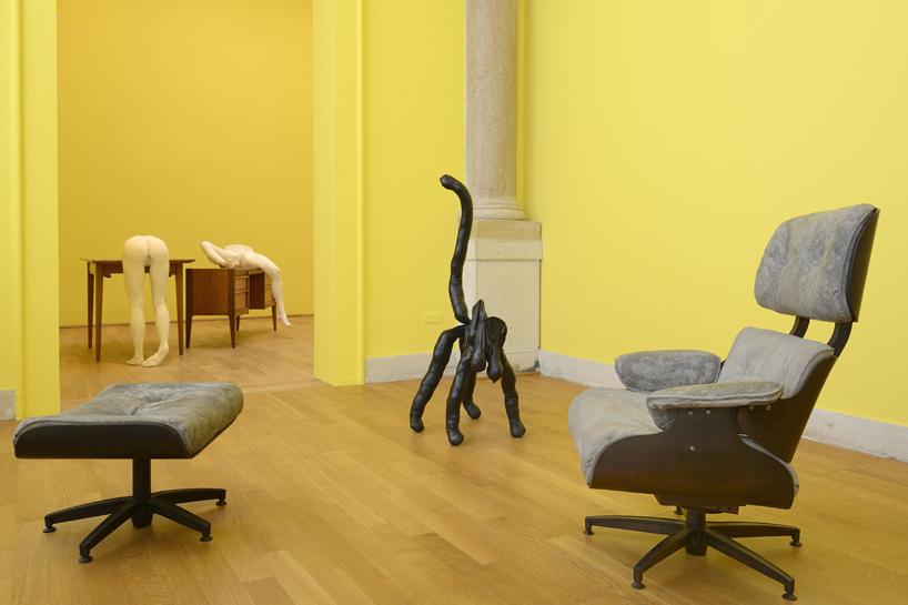 sarah-lucas-british-pavilion-at-the-venice-art-biennale-designboom-04