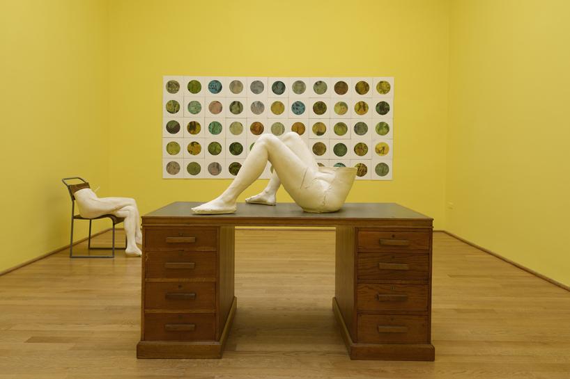sarah-lucas-british-pavilion-at-the-venice-art-biennale-designboom-07