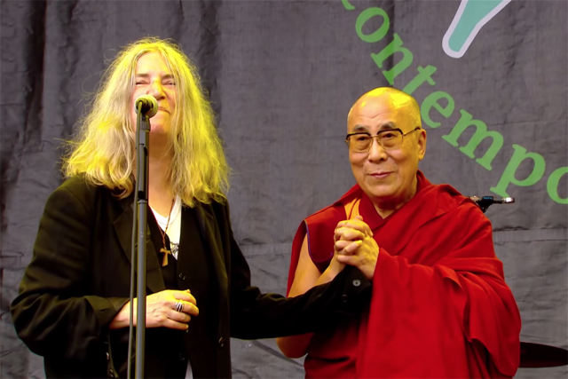 Patti-Smith-Dalai-Lama-640x427