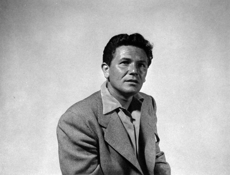 Actor John Garfield posing as he takes his own photograph.  (Photo by Gjon Mili/The LIFE Picture Collection/Getty Images)
