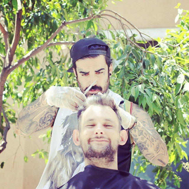 homeless-haircuts-drug-addiction-street-barber-nasir-sob_011