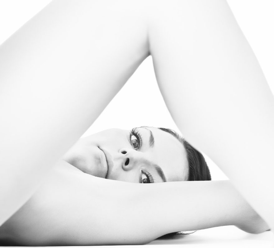 Photographer Captures Models in Beautiful Yoga Poses to Show Their Strength | Art-Sheep