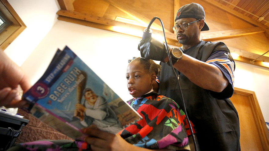 barber-free-haircut-read-books-courtney-holmes-8