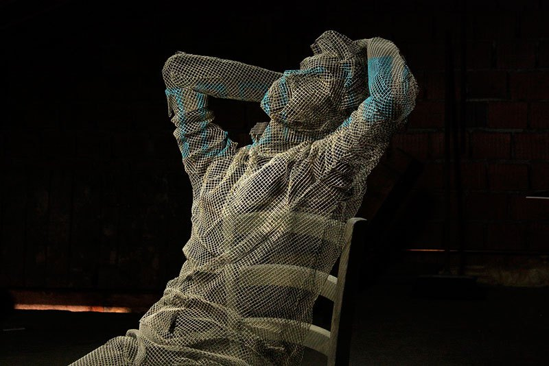 figurative-wire-mesh-sculptures-by-edoardo-tresoldi-10