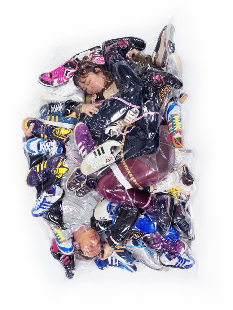 haruhiko-kawaguchi-vacuum-seals-couples-in-plastic-bags-_002