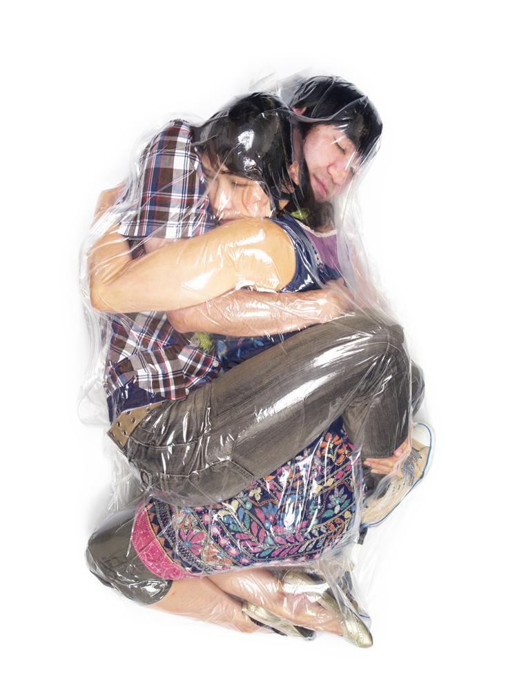 haruhiko-kawaguchi-vacuum-seals-couples-in-plastic-bags-_009
