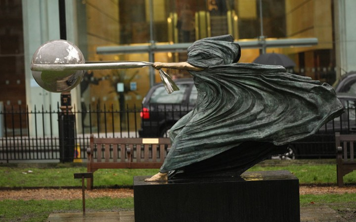 statue-mother-nature-rotates-earth-force-nature-lorenzo-quinn-4-720x450