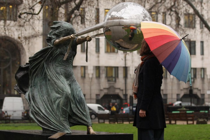 statue-mother-nature-rotates-earth-force-nature-lorenzo-quinn-5-720x480