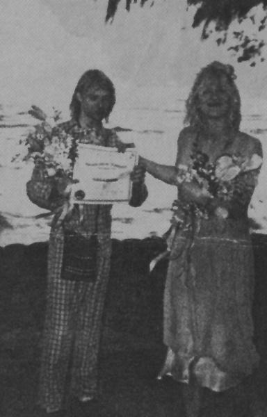 Courtney-Love-Kurt-Cobain-wedding-1992-5
