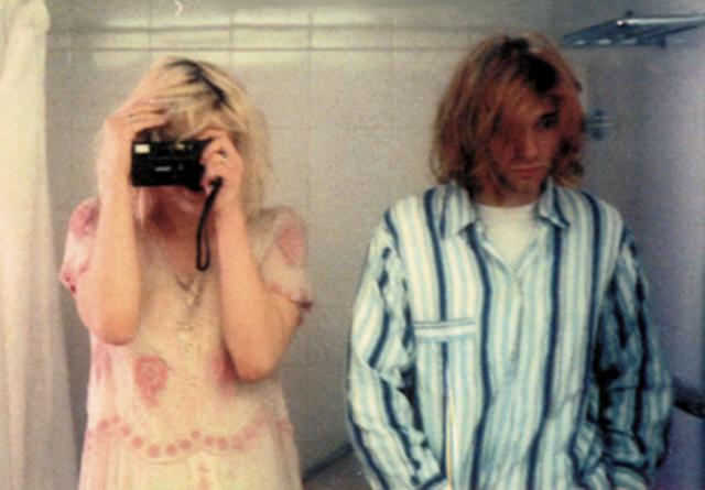 Courtney-Love-Kurt-Cobain-wedding-1992-6