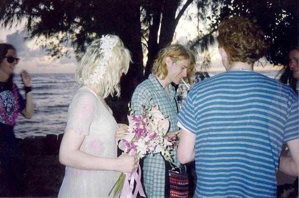Rare Vintage Photos Of Kurt Cobain & Courtney Love On Their Wedding ...