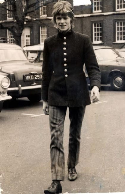 David Bowie in the early Days of His Career (21)