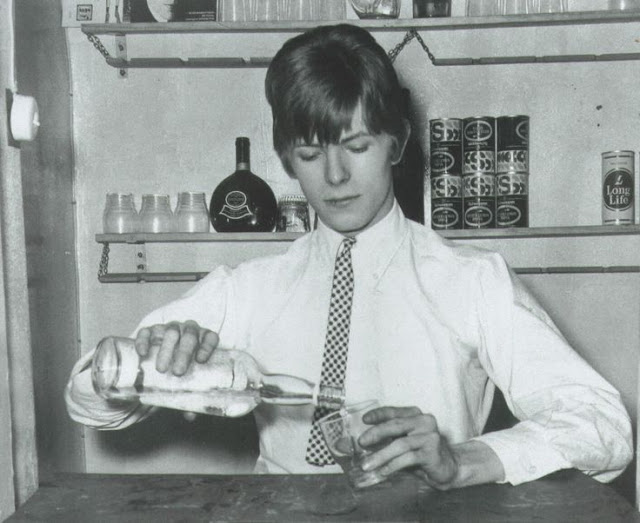 David Bowie in the early Days of His Career (30)