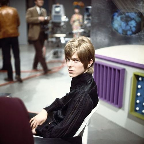 David Bowie in the early Days of His Career (4)